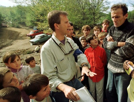 U.S. diplomatic monitor Ron Capps talks with refugees in the Kisna Reka refugee camp some 25 km (15 miles) from Pristina, Kosovo, Yugoslavia Wednesday, Oct. 7, 1998. (AP Photo/Santiago Lyon)